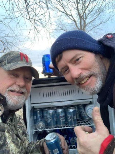 В конце тяжелого рабочего дня мужики нашли в поле холодильник с пивом Пиво, Холодильник, Находка, Длиннопост