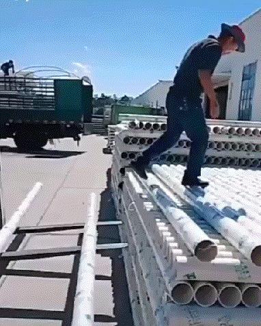 Разгрузка пластиковых труб