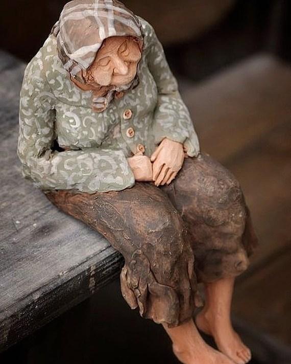 Душевная фигурка из глины