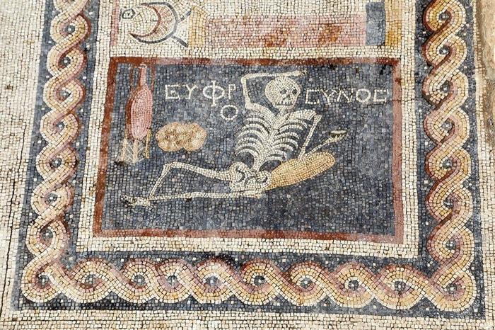 Древние знали о чем говорили. Мозаика, Скелет