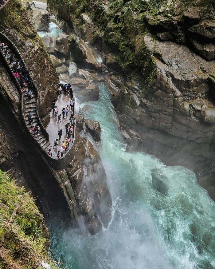Хочу все знать #165. Как выглядит лестница вокруг «адского» водопада в Эквадоре Хочу все знать, Водопад, Эквадор, Лестница, Красота природы, Природа, Длиннопост