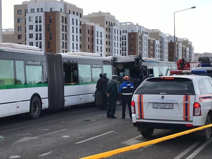 ДТП в Нур-Султане: Появилось видео столкновения автобусов Казахстан, ДТП, Негатив, Автобус, Нур-Султан, Астана, Авария, Видео, Длиннопост