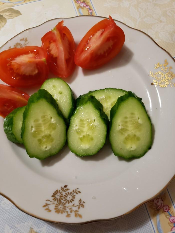 Подозреваю, что овощи хотят мне что-то сказать. Огурцы, Инопланетяне, Странности, Ужин