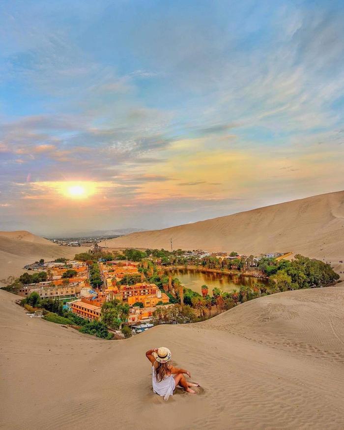 Уакачина, Город в Перу построенный вокруг оазиса в пустыне
