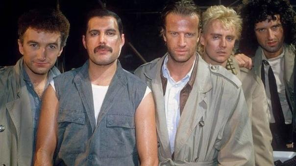 """Группа Queen и Кристофер Ламберт на съемках клипа """"Princes of the Universe"""" (1986)"""