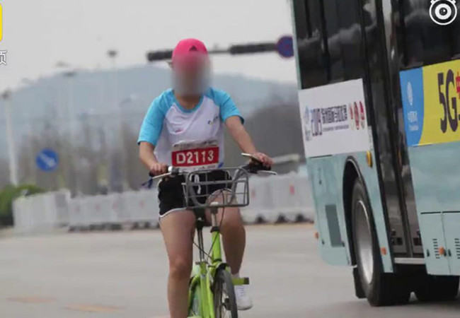 Хочу все знать #175. В Китае участницу марафона пожизненно отстранили от соревнований за использование в пути велосипеда. Хочу все знать, Китай, Марафон, Бег, Спорт, Обман, Дисквалификация