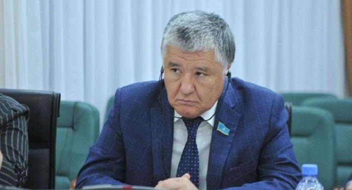 Сенатор возмущен низким уровнем зарплат казахстанцев Сенатор, Казахстан, Даурен Адильбеков, Доход, Бензин, Зарплата, Сделано в Казахстане, Негатив