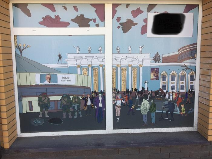 Окна одной из столовых в Караганде. Кого узнали? Караганда, Персонажи, Герои, Столовая, Длиннопост