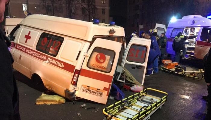 Пьяный водитель в Подольске спровоцировал страшное ДТП с пострадавшими, а сам остался цел и невредим. Подольск, ДТП, Пьяный водитель, Скорая помощь, Негатив, Видео