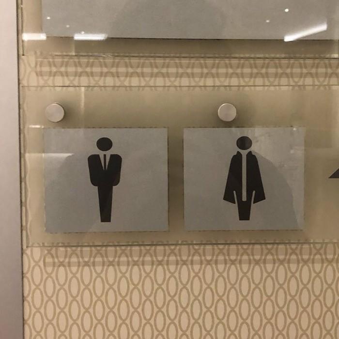 Этот отель предлагает мне идентифицировать себя как телохранителя или вампира