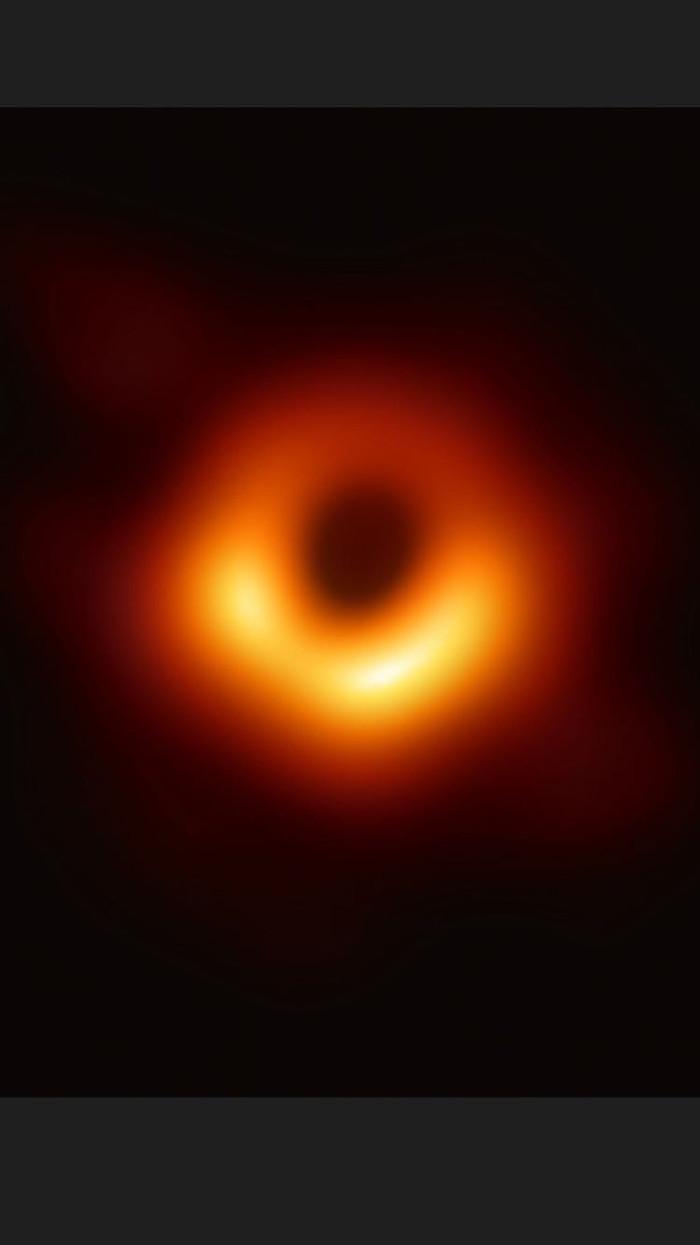 Так выглядит чёрная дыра Event Horizon Telescope, Гаргантюа, Интерстеллар, Stellaris