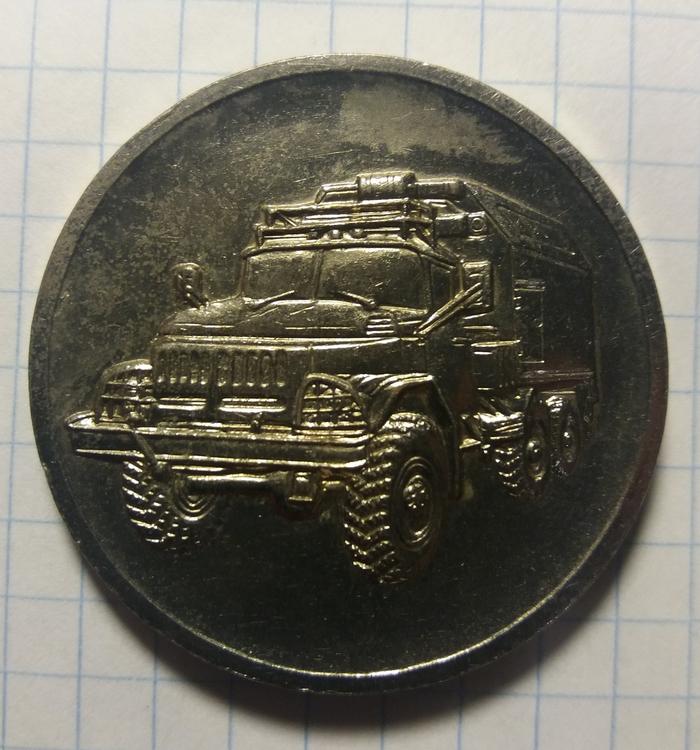 Подскажите пожалуйста кому конкетно давали эту настольную медаль в ГДР и какой год выпуска? Надпись - За защиту рабоче-крестьянской власти Медали, ГДР