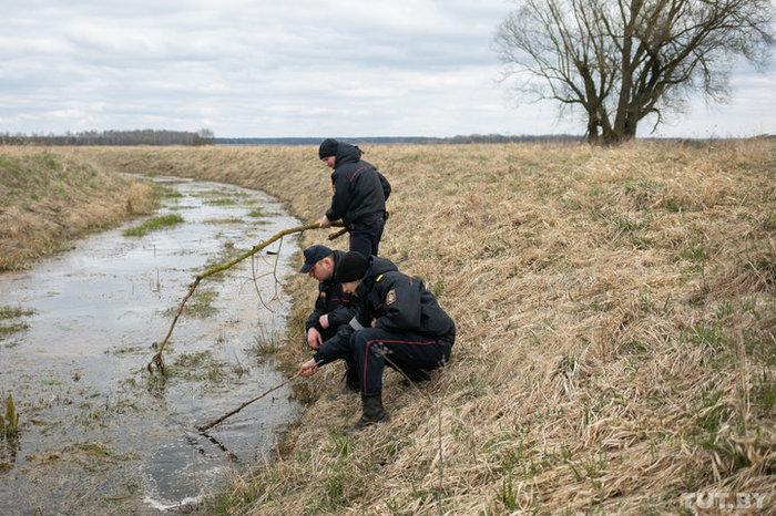 На поле и возле канала были только его следы. Пропавшего двухлетнего Ваню нашли. Дети, Несчастный случай, Кирдык, Длиннопост, Негатив