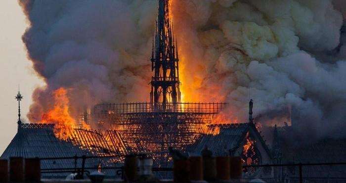 Простите Notre Dame De Paris, Пожар, Черный юмор