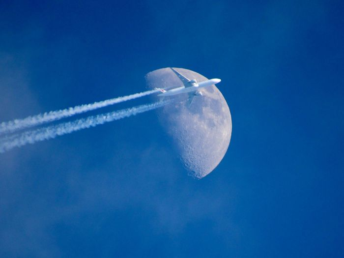 Самолёт и Луна Луна, Самолет, Ракурс, Длиннопост, Фотография