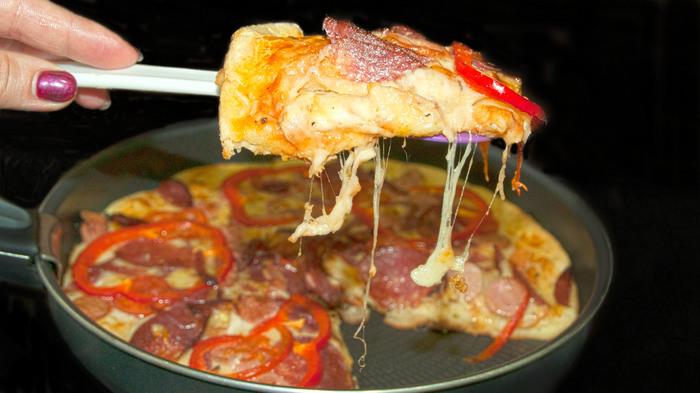 Пицца на сковороде за 5 минут. Пицца, Сыр, Видео, Сковорода, Рецепт
