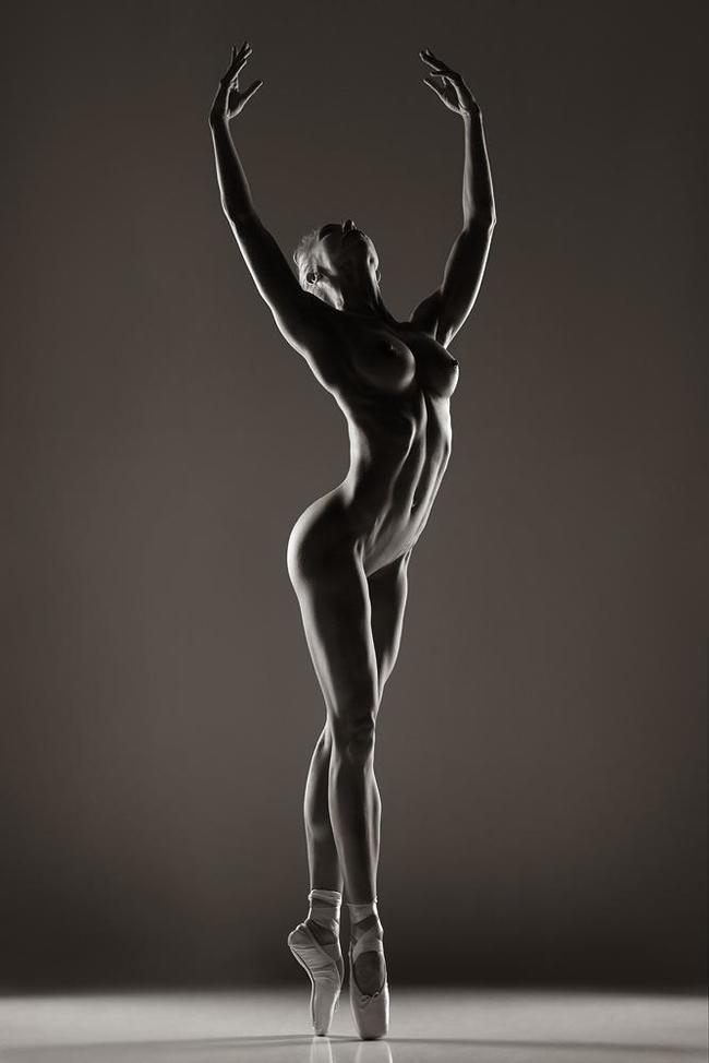 Балерины ню фото, девушку застукали голой