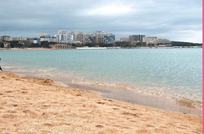 Геленджикский пляж в ожидании курортного сезона