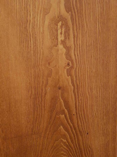 Шпонна этой двери похож на обнаженную даму.
