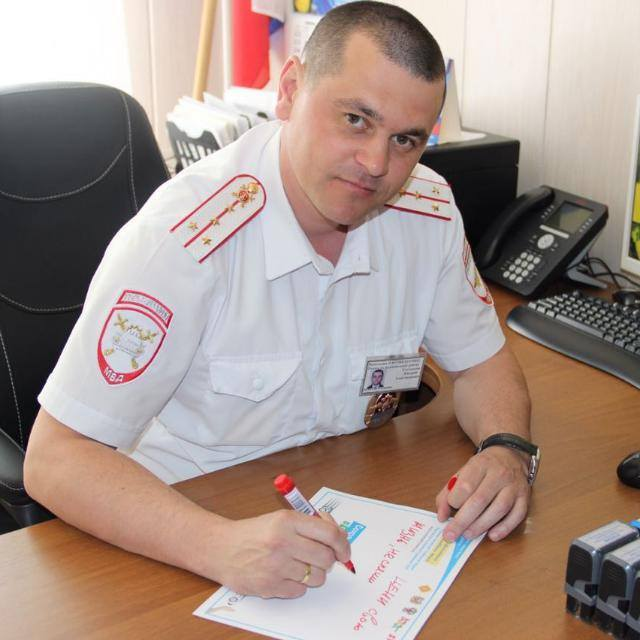 Инспектор ДПС спас двухлетнего ребенка, который потерял сознание в машине на трассе Гордость России, ДПС, Полиция, Спасение, Длиннопост, Позитив