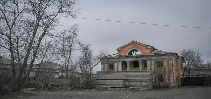 Историческое здание сибирского городка. Ангарск, Заброшенное, Сибирь, Историческое здание