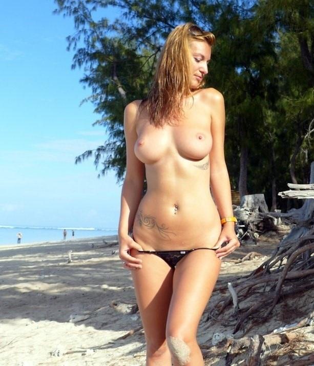 Мадемуазель на пляже