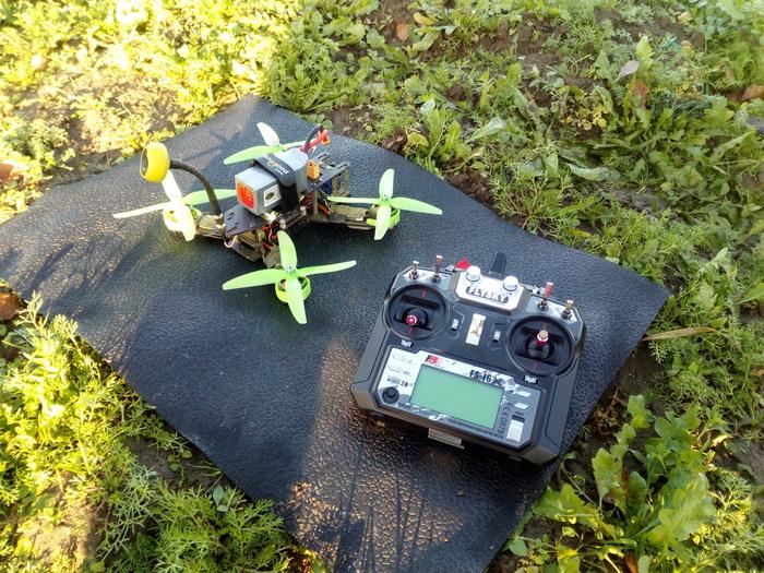 Краткий гайд по квадрокоптерам для FPV - часть 2. Немного про батарейки и аппаратуру. Квадрокоптер, Радиоуправляемые модели, Дрон, Длиннопост