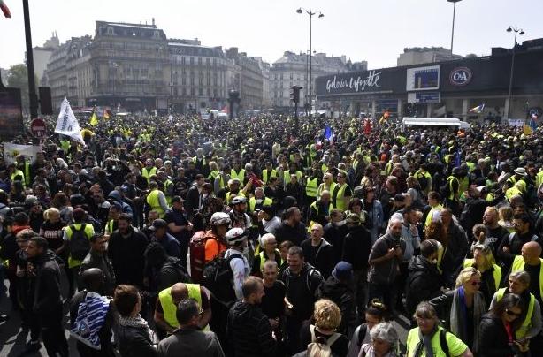 Это потому, что там демократия. Демократия, Протест, Политика, Франция, Свобода слова, Журналисты, Видео