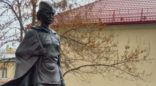 Памятник Алие Молдагуловой открыли в Санкт-Петербурге Алия Молдагулова, Участники ВОВ, Великая Отечественная война, Снайперы, Герой Советского Союза, Казахстан, Видео, Длиннопост