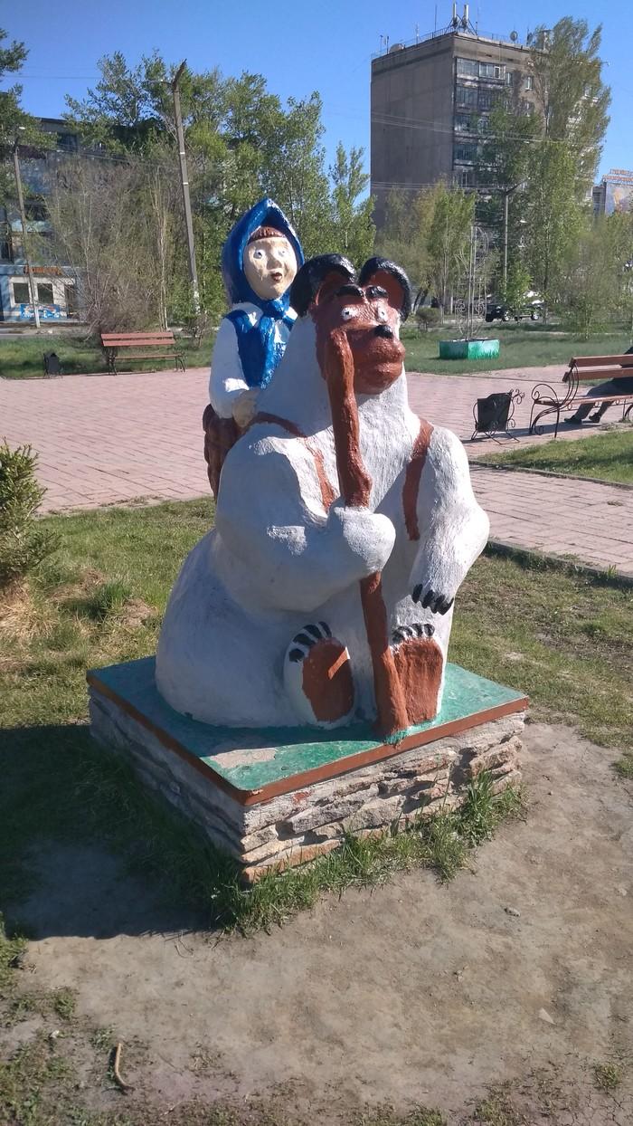 """Скульптура """"Маша и медведь перед лицом Апокалипсиса"""" Современное искусство, Упоротость, Маша и медведь"""