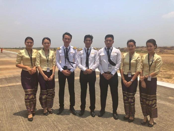 Посадка Embraer 190 без передней стойки Авиация, Мьянма, Происшествие, ЧП, Embraer, Аварийная посадка, Видео, Длиннопост