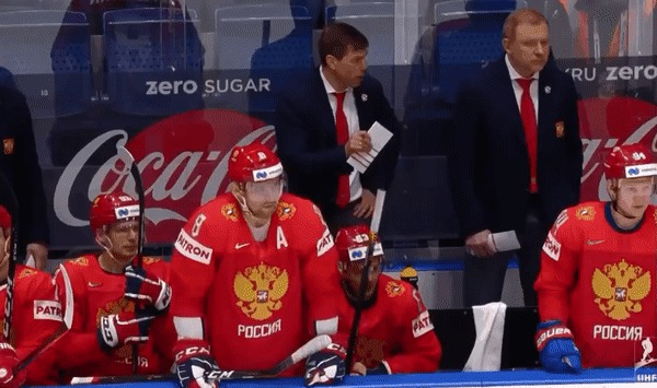 Овечкин ловит шайбу. Хоккей, Александр Овечкин, Евгений Дадонов, Шайба, Гифка
