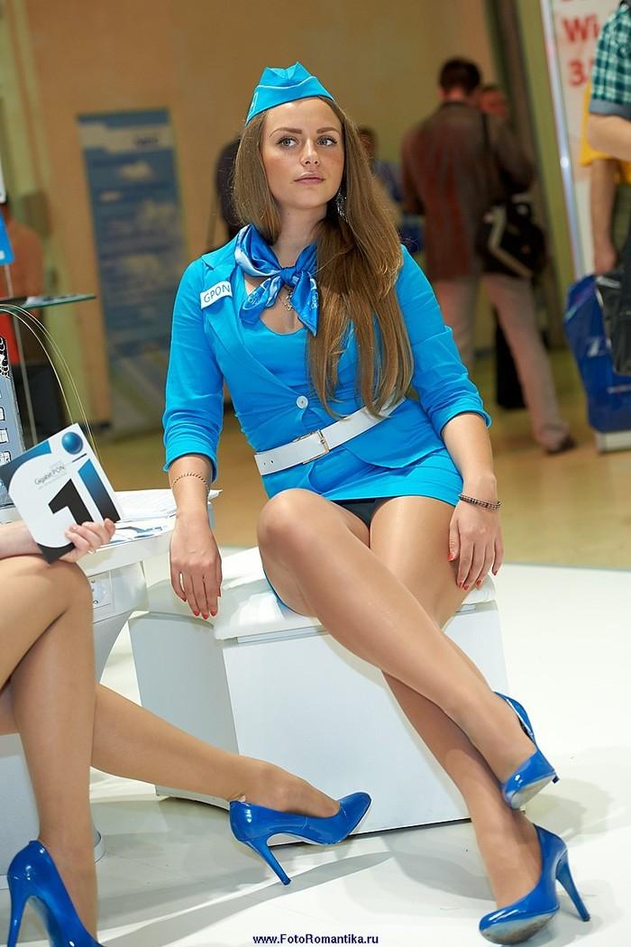 У стюардесс под юбкой