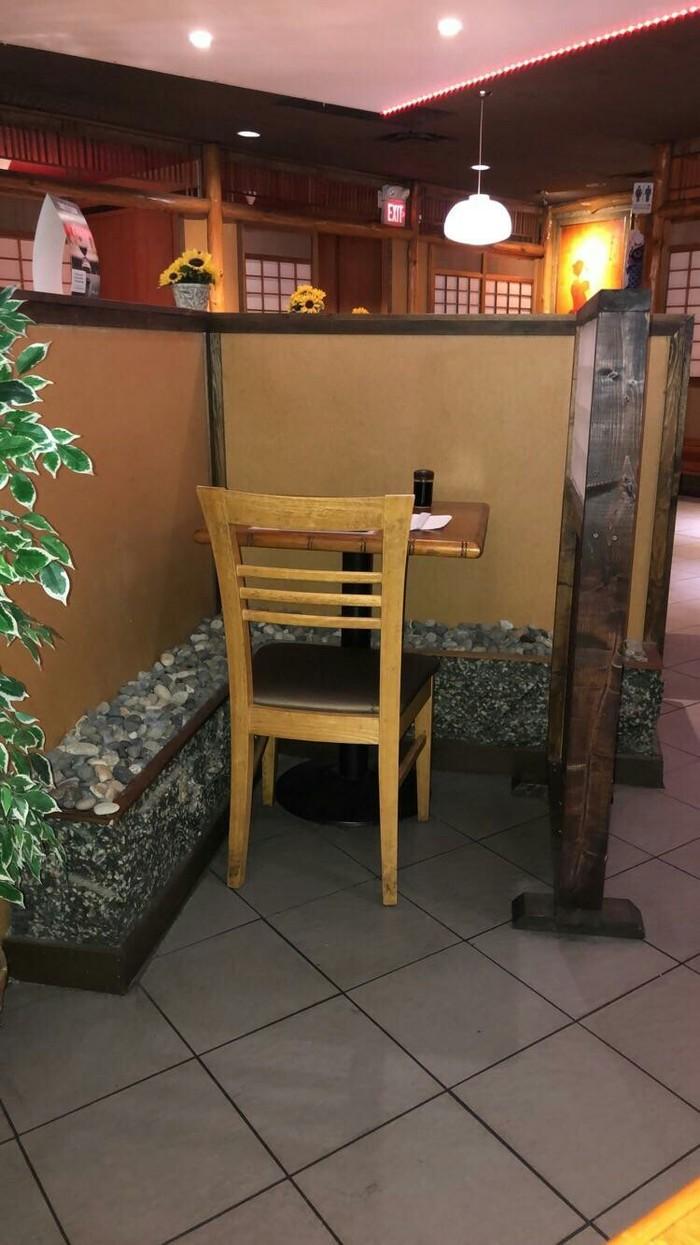 Стол для одного в Японском ресторане Стол, Ресторан, Одиночество, Интересное, Фотография, Reddit, Япония