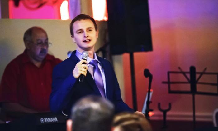 Валерий Георгиевич Газзаев по вечерам подрабатывает диджеем в кабаке