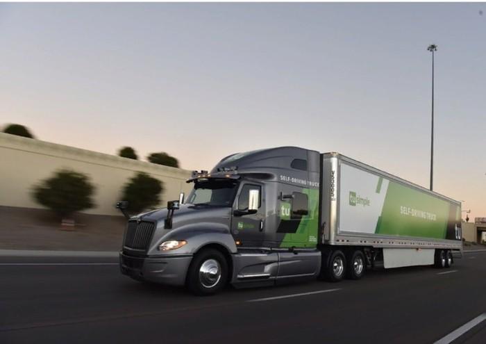 Американская почта начала доставлять посылки на беспилотных грузовиках Беспилотный грузовик, США, Будущее, Почта, Доставка, Видео