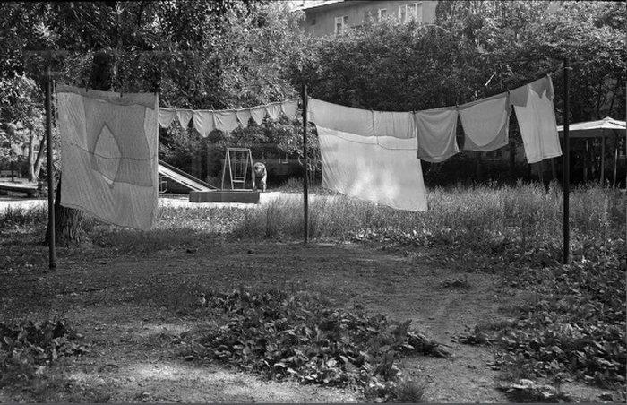 Вредная бабуля 90-е, Двор, Бабушка