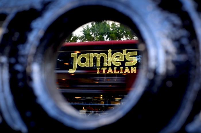Рестораны Джейми Оливера оказались на грани финансового краха Шеф-Повар, Ресторанный бизнес, Джейми Оливер, Банкротство, Длиннопост