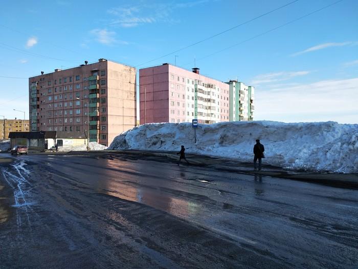 Осталось совсем чуть-чуть снега... Норильск, Снег, Весна