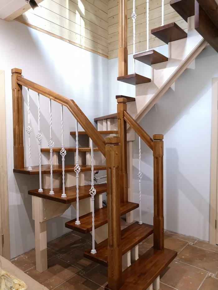Лестница на центральном косоуре из лиственницы #lesenka040 Лестница, Ремонт, Дизайн интерьера, Стройка, Лестница из массива, Длиннопост
