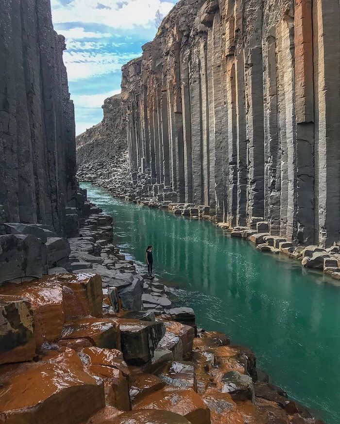 Гигантский базальтовый каньон в Исландии