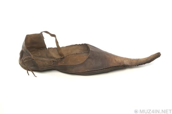 Почему европейцы были так одержимы длинной остроносой обувью в эпоху Средневековья? Мода, Обувь, Факты, Культура, Пулены, Средневековье, История, Длиннопост