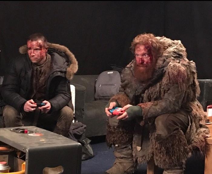 Джендри и Тормунд играют в Винтерфелле после битвы