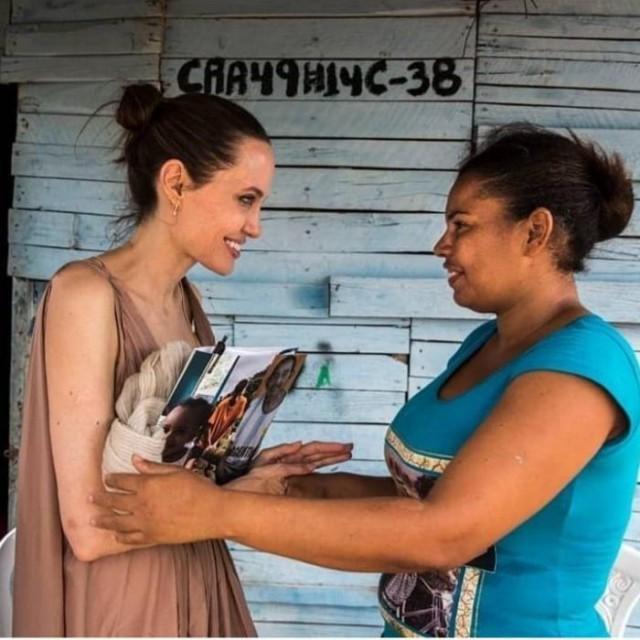 Не перепутайте [ФЕЙК] Анджелина Джоли, Николас Мадуро, ООН, Фейк