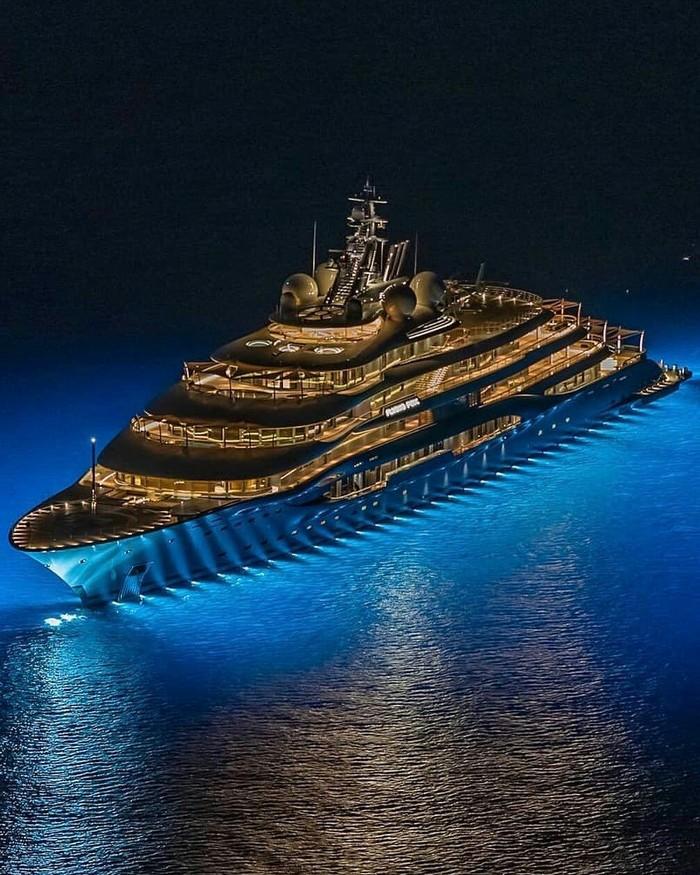 136-метровая яхта «Flying Fox». Стоимость - 400 миллионов евро