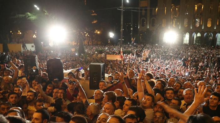 Протестующие в Грузии начали штурмовать здание парламента Грузия, Россия, Митинг, Протест, Новости, Политика