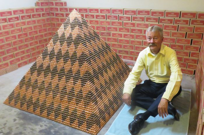 Американец построил пирамиду из 1 миллиона центов, чтобы установить мировой рекорд. На это ушло 3 года! Америка, США, Книга рекордов Гиннесса, Аризона, Рекорд, Мировой рекорд, Пирамида, Монета