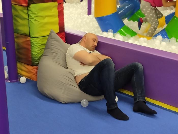 Папа спит, она устала... Отец года, Родители и дети, Юмор