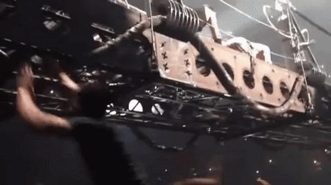 """Фанат Rammstein: """"я заберусь на эту сцену!"""" Гифка, Концерт, Rammstein, Охрана, Фанаты"""