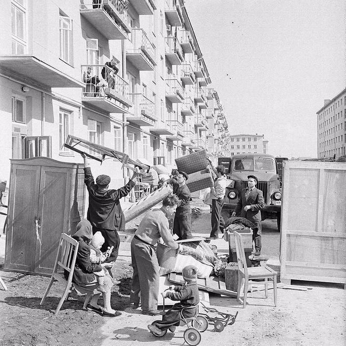 1962 год. Заселяется восьмидесяти квартирный дом по улице Пасечной
